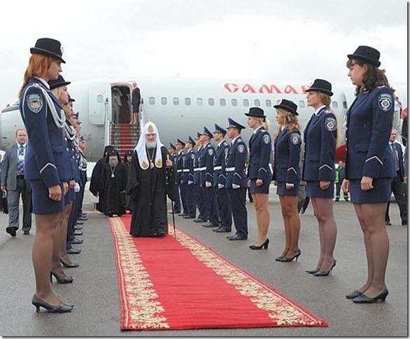 Митрополит Кирилл в аэропорту