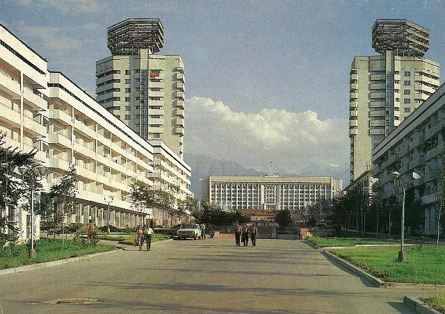 Вид на гостиницу Алма-Ата в Казахстане