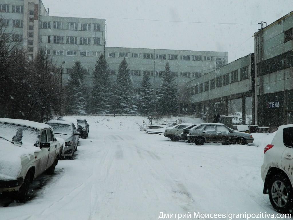 Снегопад на заводской территории завода Ижсталь