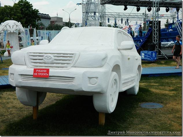 инсталляция тайота из пенопласта на фестивале белые ночи в перми