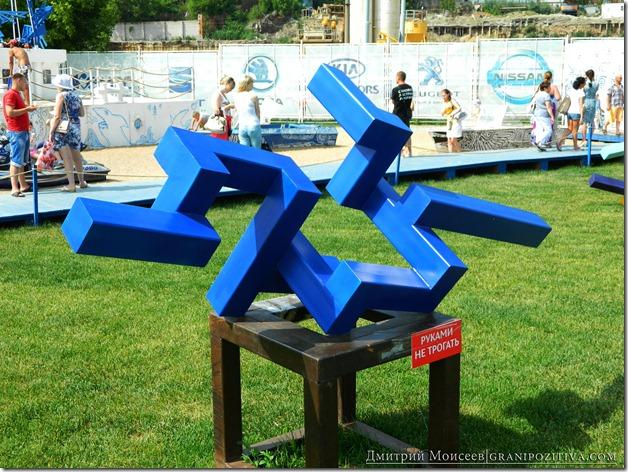 инсталляцияи на газоне на фестивале белые ночи в перми