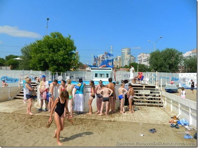 люди купаются на фестивале белые ночи в перми