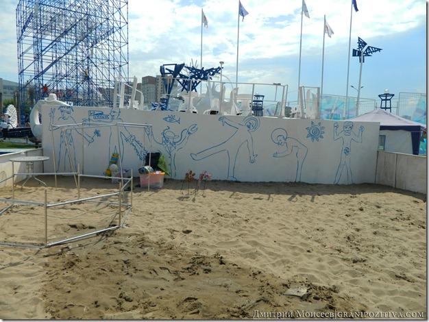 корабль с рисунком людей на борту на фестивале белые ночи в перми