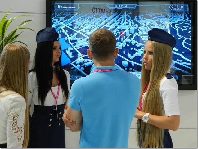 Красивые девушки презентуют новые облачные технологии от Ростелекома на Иннопроме
