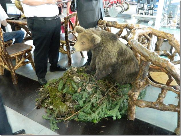 Чучело медведя на Иннопроме