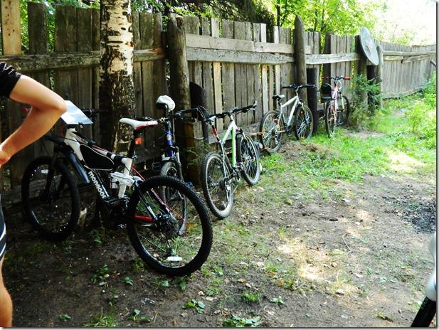 велосипеды участников на соревнованиях по велокроссу Cross  Forest в городе Воткинск