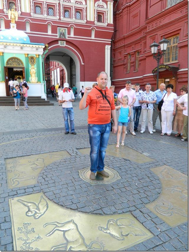 Дмитрий Моисеев на нулевом километре в Москве