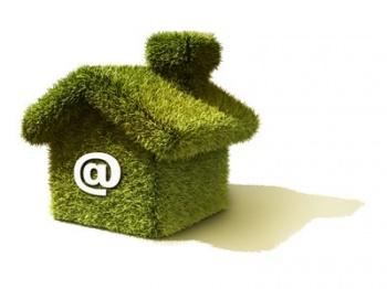 Зеленый домик со значком электронной почты