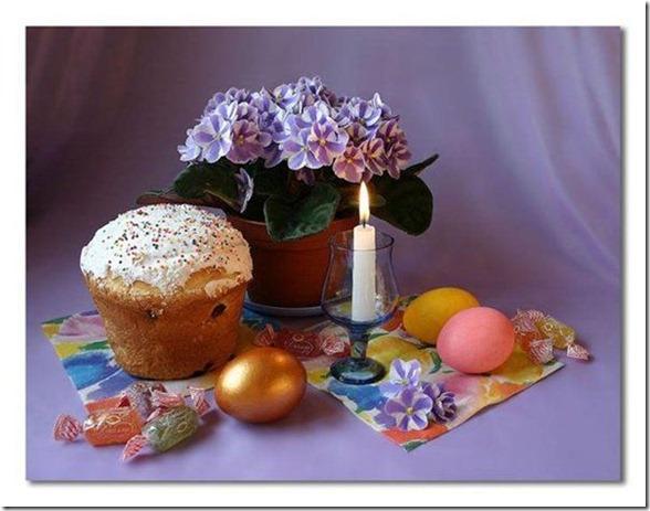 Пасхальные куличи и яйца.