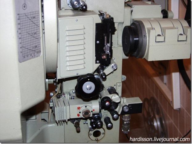 Устройство протяжки кинопленки кинопроектора
