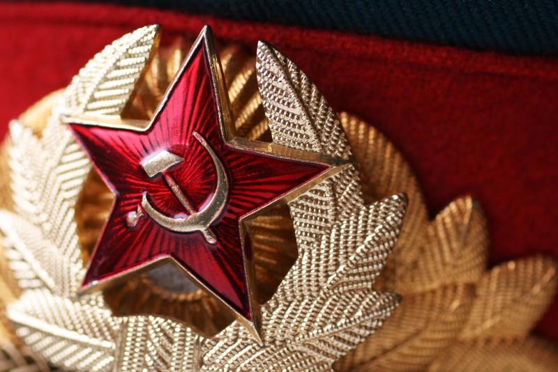Советская кокарда на фуражке