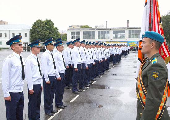 Строй молодых лейтенантов