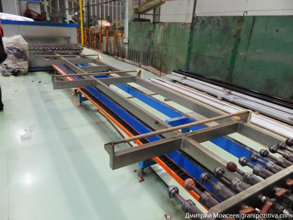 Откачка воздуха из пленки надетой на профиль на заводе найди в ижевске