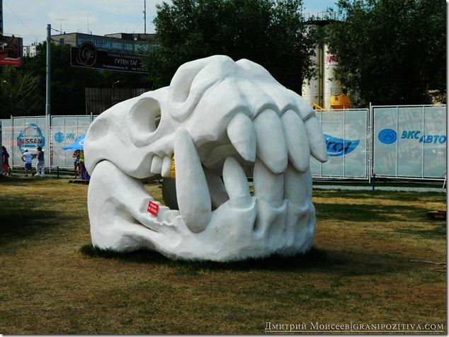 инсталляция динозавр на фестивале белые ночи в перми