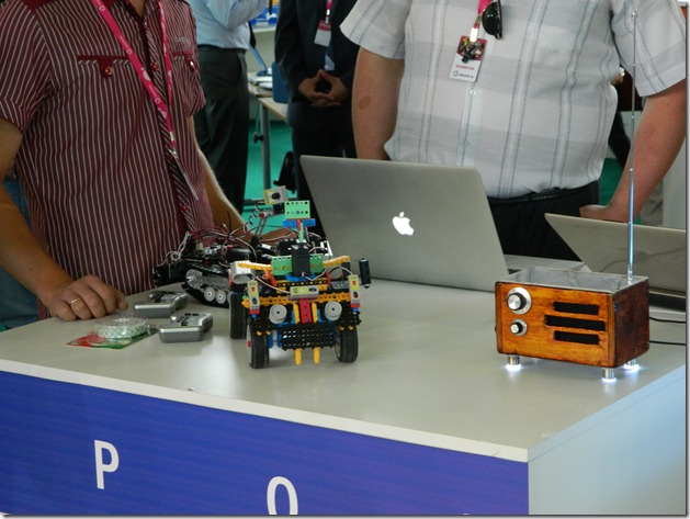 Стенд роботорезированного конструктора на Иннопроме