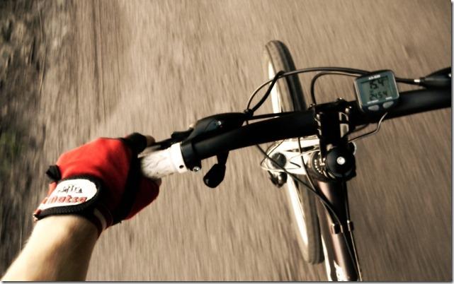 Фото руля велосипеда в движении