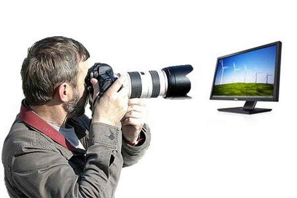 Фотограф делает снимок экрана