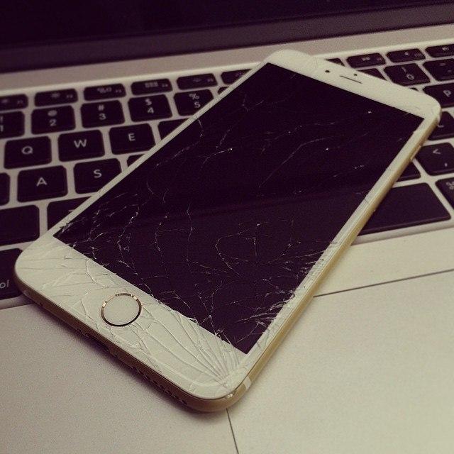Разбитый в хлам Iphone 6S
